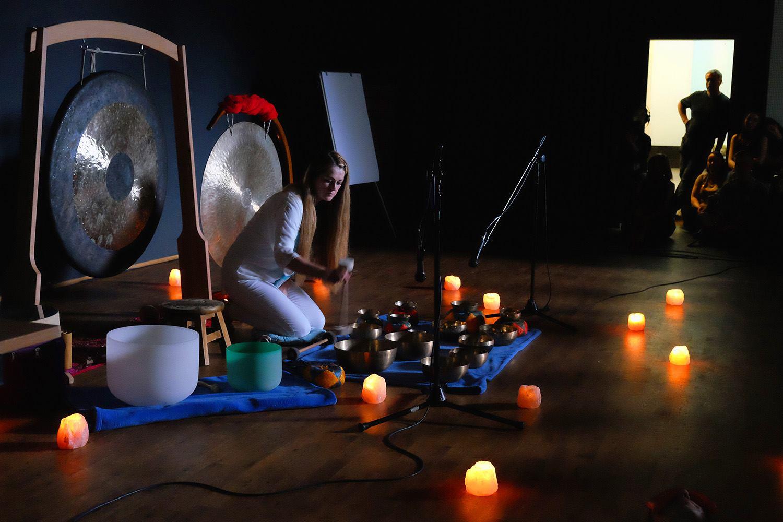 Kąpiel w dźwiękach mis i gongów - Agnieszka Urban(fot. Adam Gryczyński)